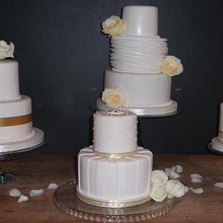 One wedding 4 wedding cakes - Cake by MJ'S Cakes