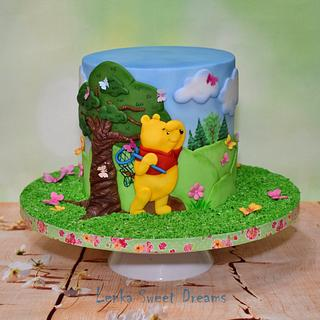 Winnie the Pooh and butterflies. - Cake by LenkaSweetDreams