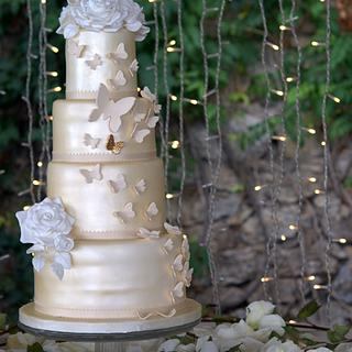 Butterflies & Roses Wedding cake