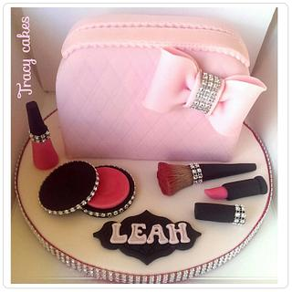 Make-up bag cake - Cake by Tracycakescreations
