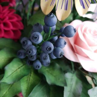 Sugarpaste blueberries