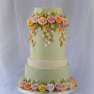 Roses Cake -  Cake Craft Guide Wedding Cakes and Sugar flowers, issue 26