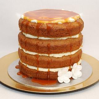 banana and cinamon  cake with caramel and philadelphia buttercream