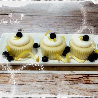 Vanilla cupcakes with lemon cream cheese icing
