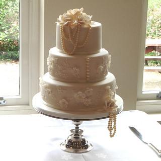 Pearl Wedding Cake - Cake by Helen Alborn