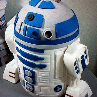 R2D2 3d cake sculpter