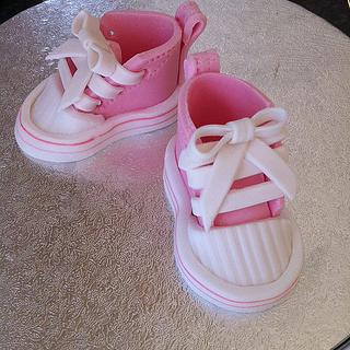 Sugarpaste baby converse shoes