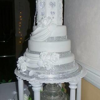 white wedding  - Cake by Jacqui's Cupcakes & Cakes