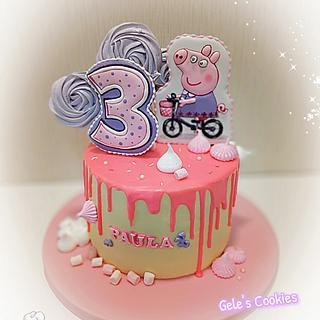 Peppa Pig drip cake with cookies