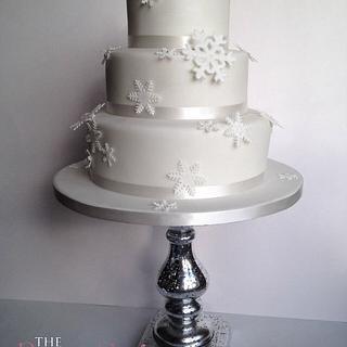 Sparkly snowflake cake