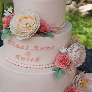 Blush Weddingcake - roses and peonies (open and closed)