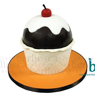 Ice Cream Cup - Cake by Berliosca Cake Boutique