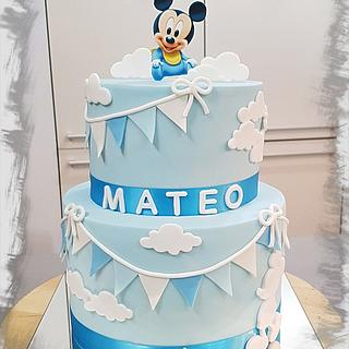 Baby Mickey Mouse + cupcake toppers