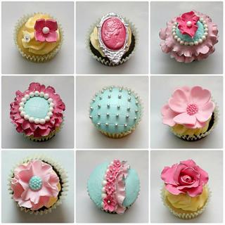 Elegant wedding cupcakes