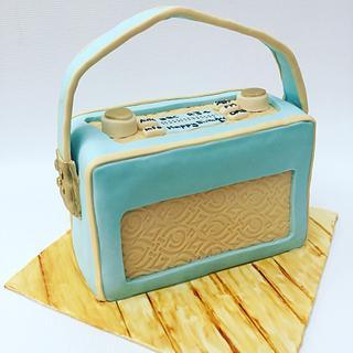 Retro radio  - Cake by lorraine mcgarry