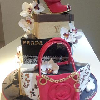 Louis Vuitton , Prada , Gucci ... birthday cake !