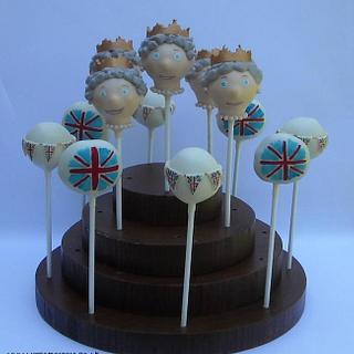 Queen 'Jubilee' Cakepops - Cake by welcometreats