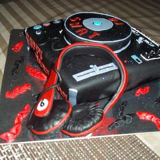 My dj turn table cake - Cake by Your Dreaming Cake