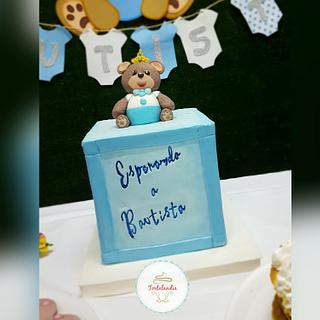 Baby Bear Box - Cake by Yani Ferreyra