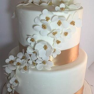 White and Gold Tiered Cake