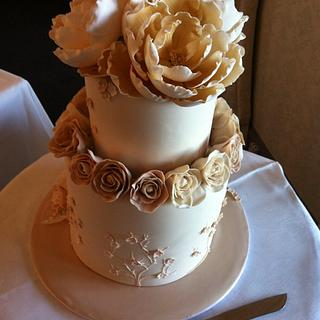 5 tiers of cake and handmade sugar flowers
