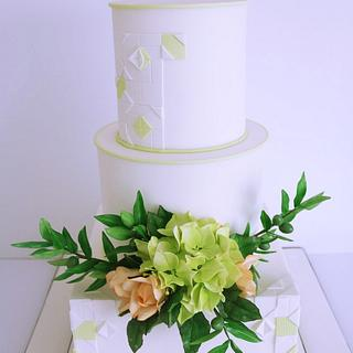 Wedding cake with green note