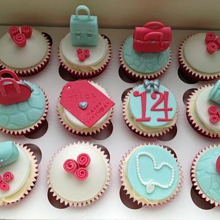 Handbag  and flowers cupcakes