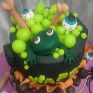 Halloween cauldron cake - Cake by Jo Sampaio