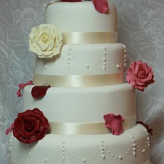 Romantic style wedding cake - Cake by Floriana Reynolds