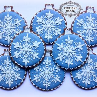 Wedgwood Snowflake  Christmas Baubles - Cake by Vintique Cakes (Anita)