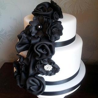 monochrome ruffles - Cake by suzanneflynn