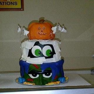 Halloween Cake with real edible Jack-O-Lantern!