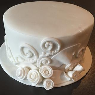 White on white  - Cake by Liz