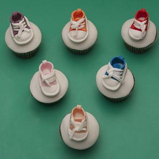 """Little """"converse"""" style cupcakes - Cake by Kelly"""