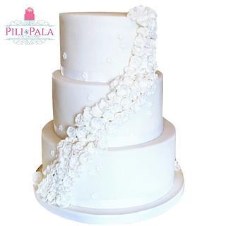 White wedding cake - Cake by Hannah Thomas