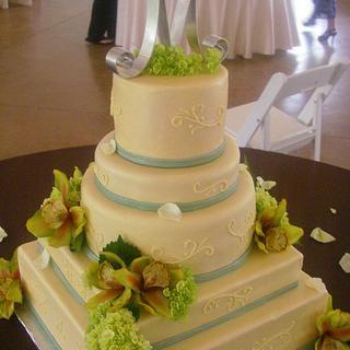 Round and Square Wedding Cake