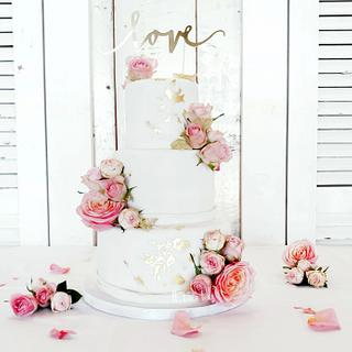 White! All pure white weddingcake with fresh pink roses