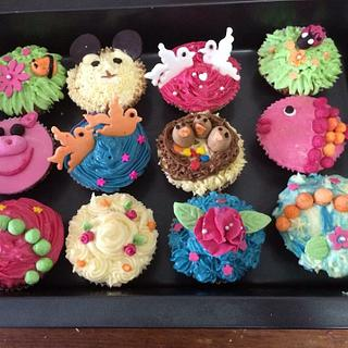 Cupcakes with birds and flowers