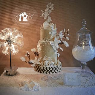 """""""Come home in winter"""" Wedding cake"""