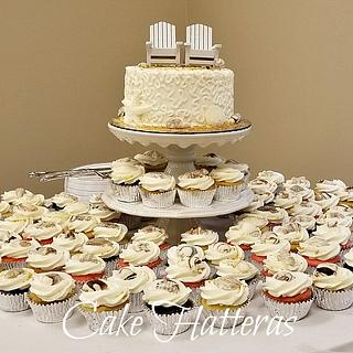 Beach Wedding Cutting cake and cupcakes
