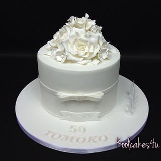 Five white roses cake