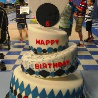 Bowling party - Cake by Jolene Handal