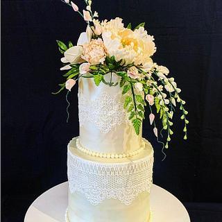 Classic wedding cake - Cake by The Hot Pink Cake Studio by Ipshita