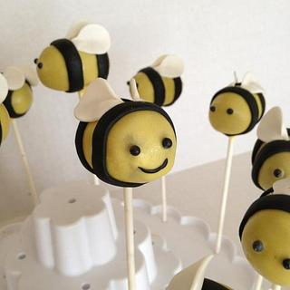 Bumble bee cake pops - Cake by taralynn