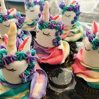 Marshmallow unicorn cupcakes :) - Cake by MerMade