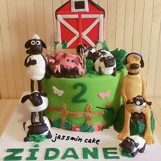 Shaun the sheep fondant cake