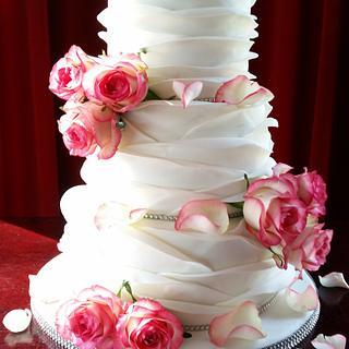 Shabby Chique ruffled wedding cake