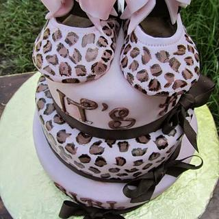 it's a girl - Cake by the cake trend Elizabeth Rodriguez