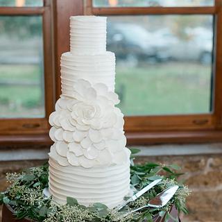 Open Rose Buttercream Wedding