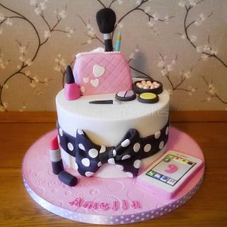 Makeup and phone cake
